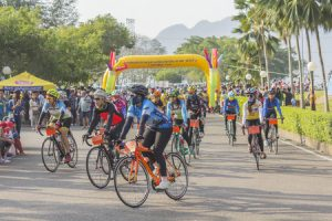 61757163 - surat thani, thailand - february 1: the race athletes at the start of a cycling race of the khao sok marathon on february 1, 2015 in surat thani, thailand.